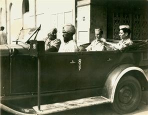 SIKH TAXI DRIVER AND AMERICANG.I. S