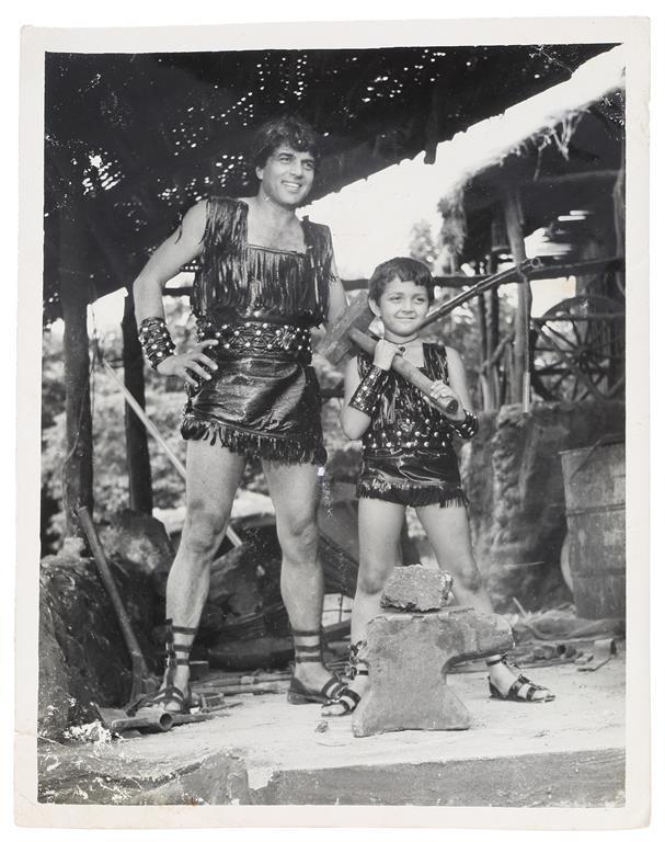 DHARMENDRA & YOUNG BOBBY DEOLIN DHARAMVEER (1977) @ | StoryLTD