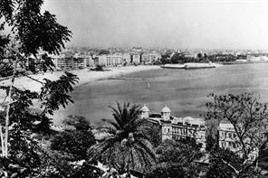 VIEW OF BOMBAY AS SEEN AROUND 1900 - CHOWPATTY FROM WALKESHWAR